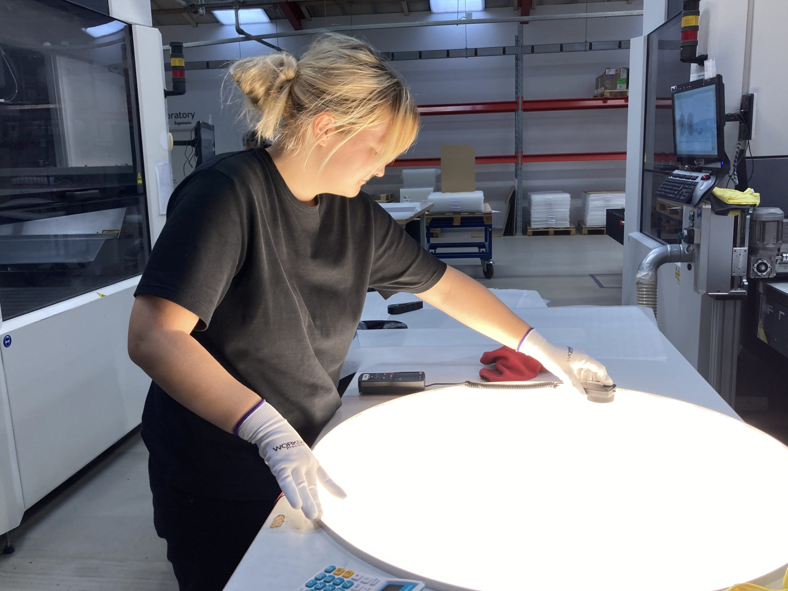 Emma is performing a 100% homogeneity test of a custom-made kit for a customer.