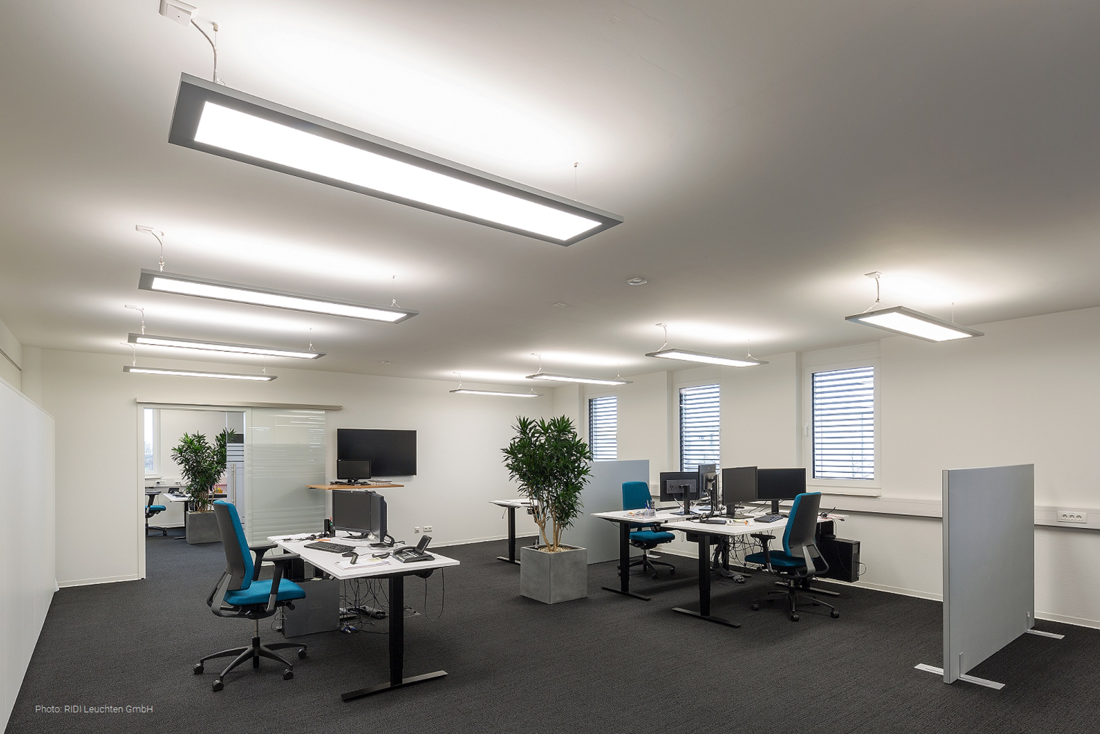 RIDI's F-EDGE-2 luminaire in an office in Karlsruhe